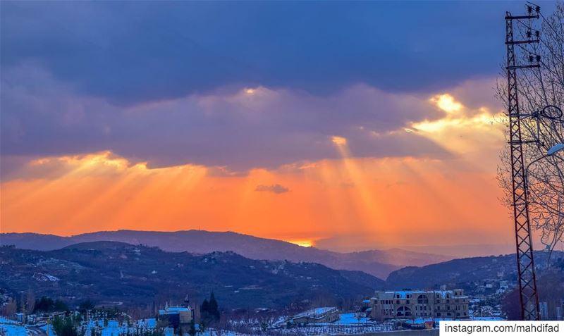 🌅🌅............. Sunset pysglb snow sea beirut clouds... (Faraya Kfardibiene)