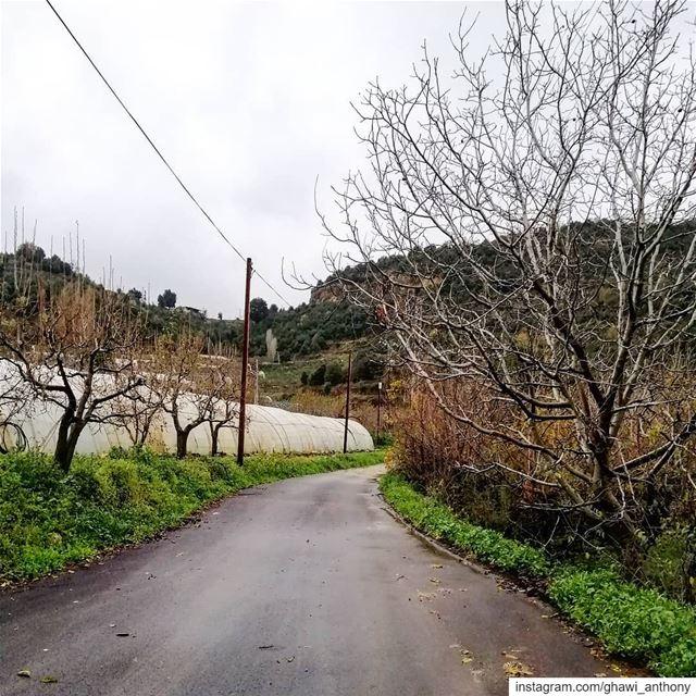 صورة ما قبل العاصفة☁️🍃_______________________________ monday post ... (Yahshush, Mont-Liban, Lebanon)