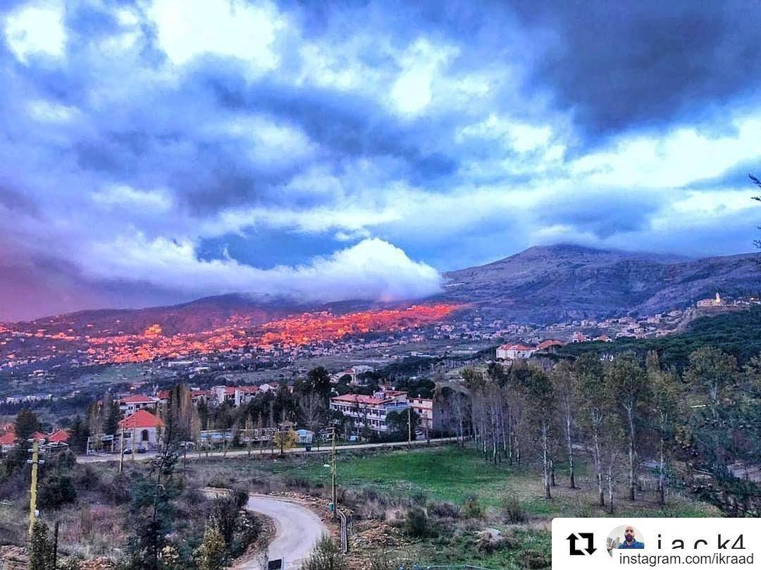 Repost @j.a.c.k4 with @get_repost・・・Nubivagant mode..☁🔴.......... (Chbânîyé, Mont-Liban, Lebanon)