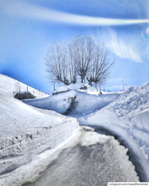 Last sunny hours before the  storm arrives ❄️ ❄️ .... instagram ... (Mzaar Kfardebian)