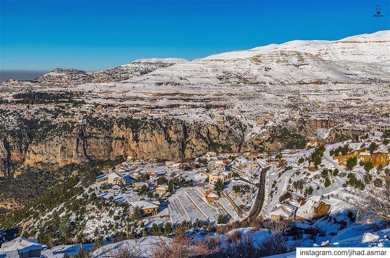 المنظر من هون أجمل!!!🤓🤓... (Ad Diman, Liban-Nord, Lebanon)