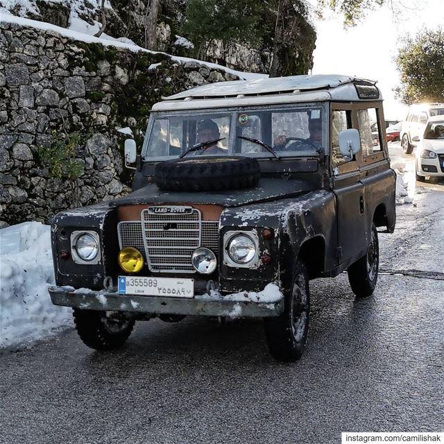 landrover defender defender90 theallmighty lebanon vintage car old 4x4... (Annâya, Mont-Liban, Lebanon)