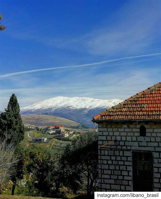 🇱🇧🇧🇷 Neve sobre o Monte Hermon visto a partir de Marjayoun. Foto... (Marjayoûn, Al Janub, Lebanon)