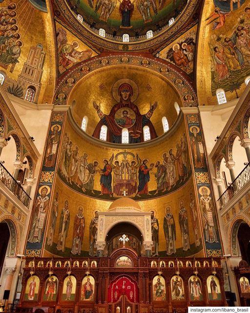 🇱🇧🇧🇷 Nunca é demais apreciar a beleza do interior da Basílica de São... (Harîssa, Mont-Liban, Lebanon)