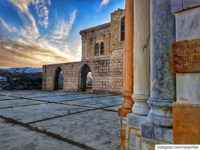 كأنّك ما حدا... ضايِع بِ هالمدىDon't forget to swipe 👉........... (Jezzîne, Al Janub, Lebanon)