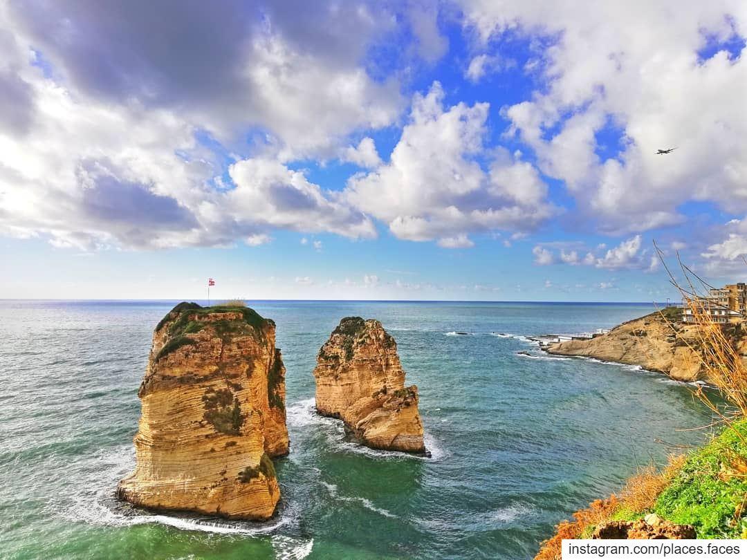 إنها لوحة نادرة الصنع الإلهى العجيب، يظل يلتقى عندها عشاق الطبيعة والجمال و (Ar Rawshah, Beyrouth, Lebanon)