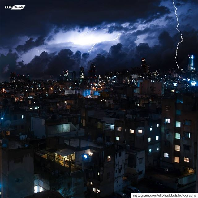 When the lights touch the earth late at night 🌩️ Beirut  Lebanon 🇱🇧...