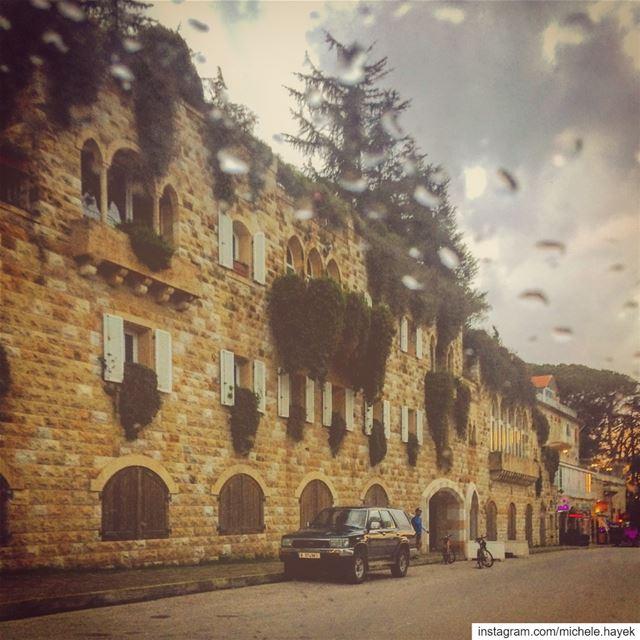 🏘💛💚 streetphotography mountains brummana lebanonhouses ... (Brummana)