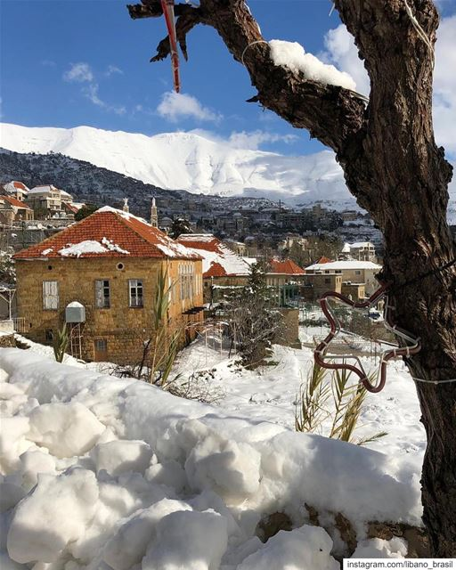 🇱🇧🇧🇷 Baskinta abaixo de neve. Foto de @sami_sadaka.⠀⠀⠀⠀⠀⠀⠀⠀⠀Baskinta... (Baskinta, Lebanon)