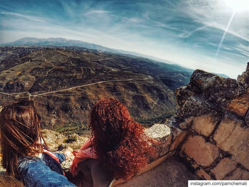 Brown or red?Straight or curly? 👭I share some common  passion with this... (Arnoûn, Al Janub, Lebanon)