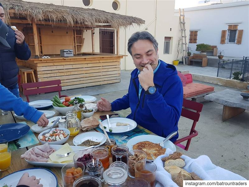 batroun البترون_سفرة @nogarlicnoonions breakfast @villaparadisolebanon ... (Villa Paradiso Lebanon)