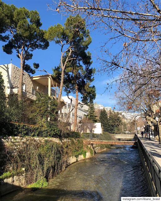 🇱🇧🇧🇷 Olá, Zahle! Que linda você fica quando o desgelo da neve nas... (Berdawni Zahle)