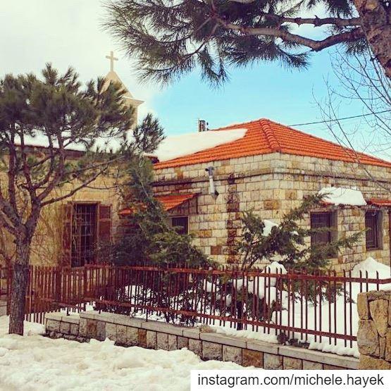 ❄️🏡⛪️❄️ naturephotography snow lebanonhouses instalebanon ... (Dhour choueir)