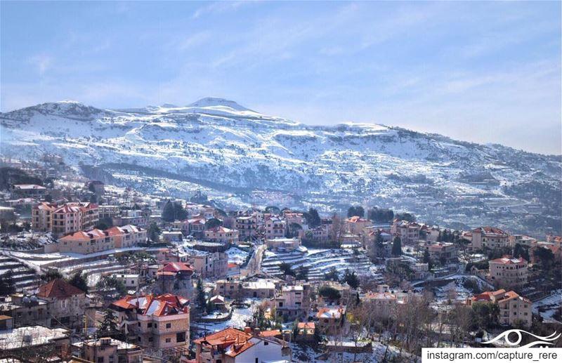 كم تمنينا في لحظات الوحدة أن نخبئ قطعة من المحبة نقتات عليها، كلّما أغلقت ا (Falougha, Mont-Liban, Lebanon)
