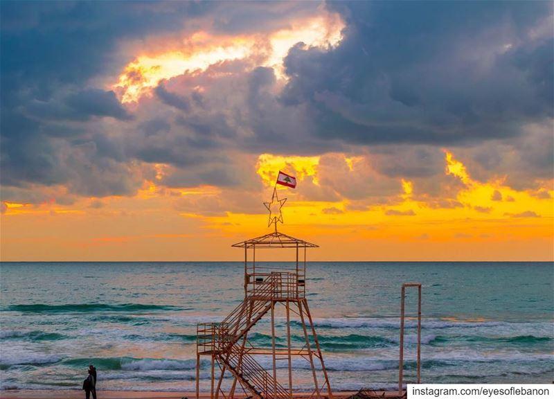 مغيب الشمس من بيروت Credits to @mahdifad・・・🌅🌅............... (Beirut, Lebanon)