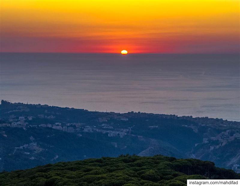 🌅🌅............. Sunset pysglb snow sea beirut clouds... (Kayfun, Mont-Liban, Lebanon)