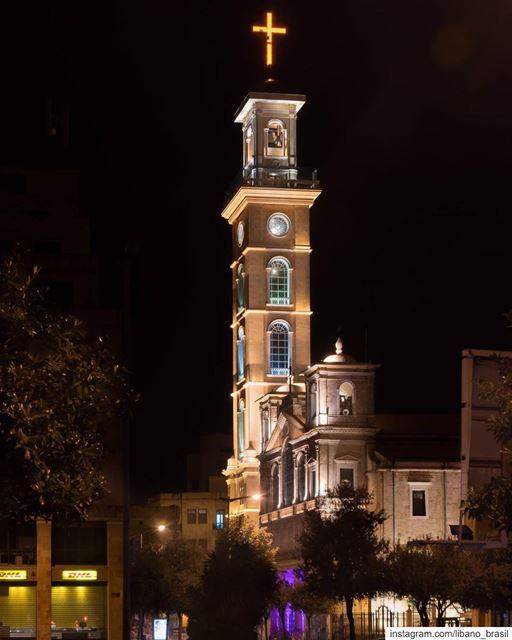 🇱🇧🇧🇷 Quem sair por último, apaga as luzes. Boa noite e feliz sonhos,... (St. George Maronite Cathedral, Beirut)