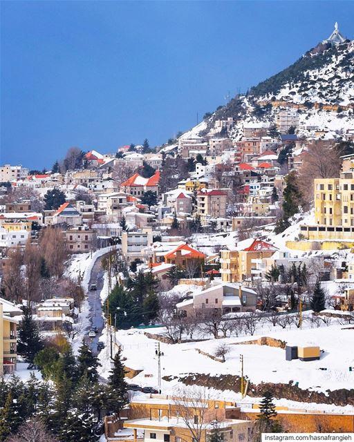 بحبّك يا إهدن قدّ ما عندك حلا ولولا جبالك بالدني ما في قمر - جورج يمّين ... (Ehden, Lebanon)