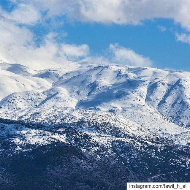 جبل الشيخ كما يبدو من منطقة الريحان ❄️ landscape landscapephotography ... (Rihâne, Al Janub, Lebanon)