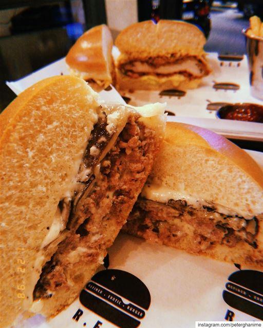 Burgersss WenMaken ♥️😉 peterbyekolwenmaken @refinedexoticburger ....... (Refined Exotic Burger)