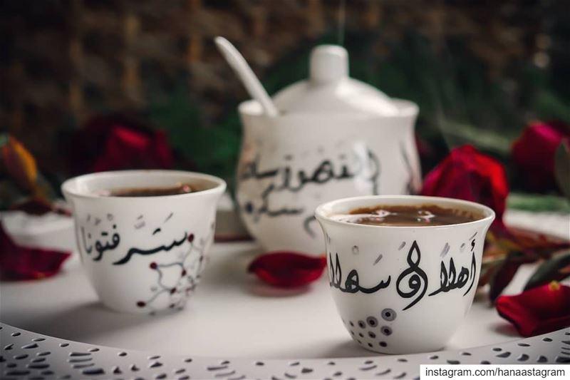 كيف يمكن للقهوة أن تبقى مرة بعد حضوركم 🌹... مسائكم_سعاده بيتي بساطه روق