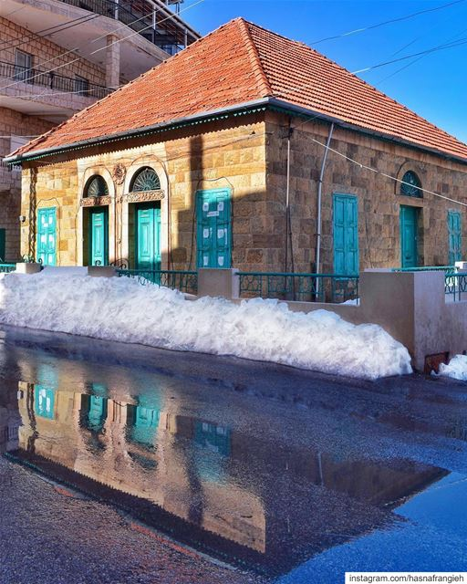 Reflections of untold stories in the heart of authentic lebanonhouses 🇱🇧 (Hasroun)