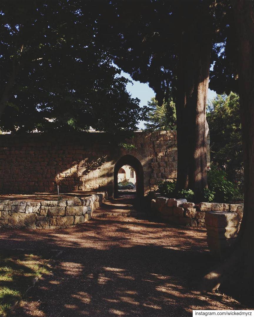 Let's meet under the archway.. beiteddine lebanon lebanonbyalocal ... (Beit Ed-Deen, Mont-Liban, Lebanon)