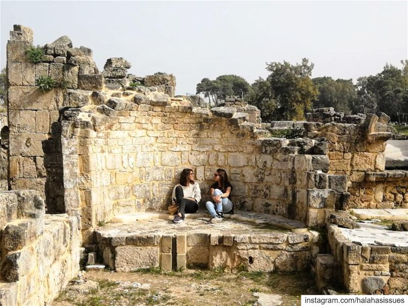 Just chilling in Roman ruins... 👭 LiveLoveTyre LiveLoveLebanon ... (Tyre, Lebanon)