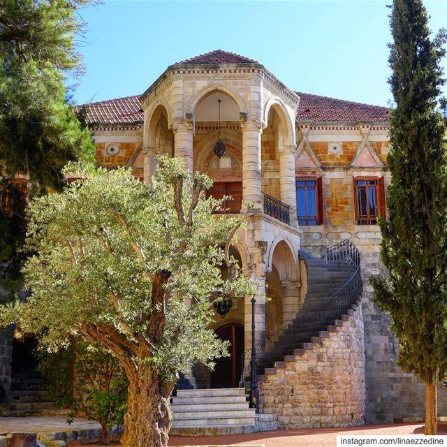 400 years of history.... Le Beik de Moukhtara 🇱🇧... moukhtara ... (El Moukhtâra, Mont-Liban, Lebanon)