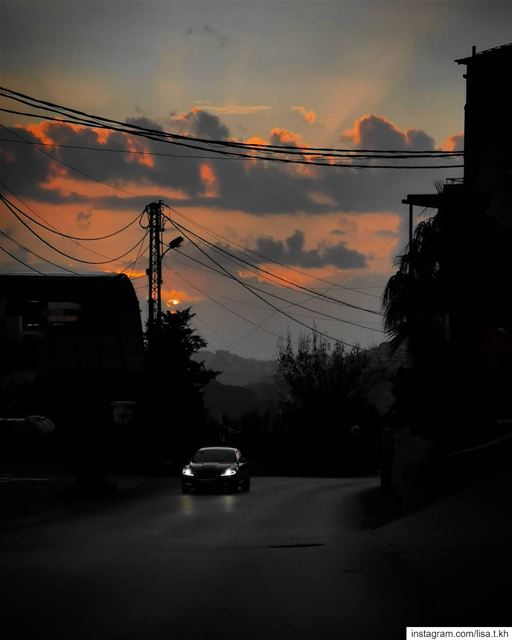 twilight 🖤........ sunset  road  carlight  car  destination ... (Dahr Es-Suwan, Mont-Liban, Lebanon)