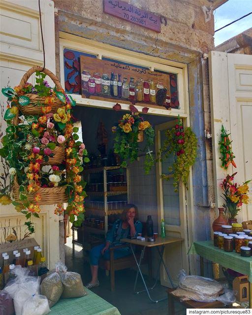 It's a beautiful Sunday morning sunnyday🌞 verycoldoutside lebanon douma... (Douma, Liban-Nord, Lebanon)