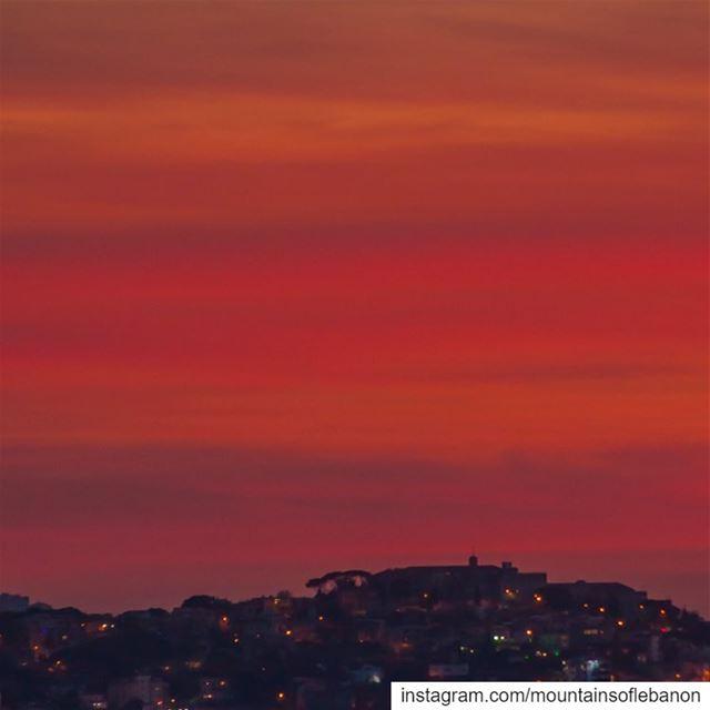 Red Orange dusk behind Qornet Chehwane, Saint Joseph School reddusk ... (Qurnat Shahwan, Mont-Liban, Lebanon)