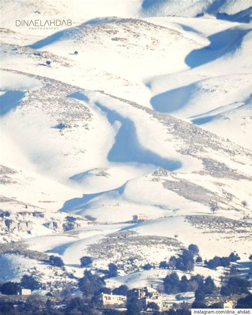 La neige. Serait-elle la lumière dont la terre est couverte ? ... (Lebanon)
