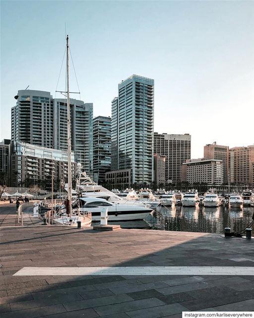How about an afternoon walk here? 👆🏻 urbex city Beirut... (Beirut, Lebanon)