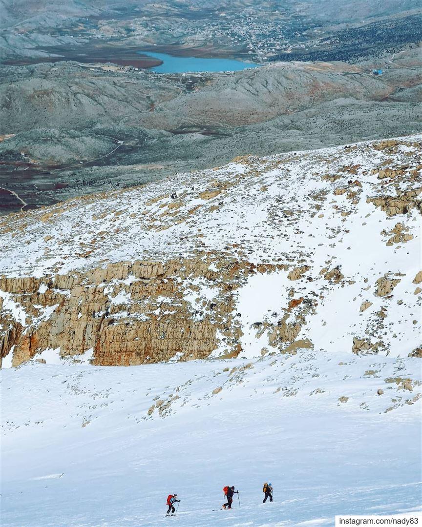 "Up to ""jabal el Sheikh"". 🎿 Mount Hermon ... backcountryskiing... (جبل الشيخ)"