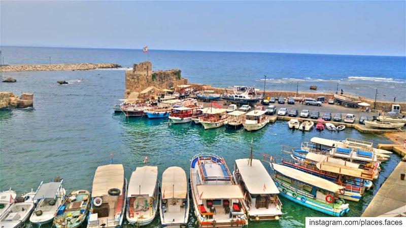 عندما يكون البحر هادئا، يصبح قبطان كل باخرة جيد 🛥️ Photo by @places.face (Byblos - Jbeil)