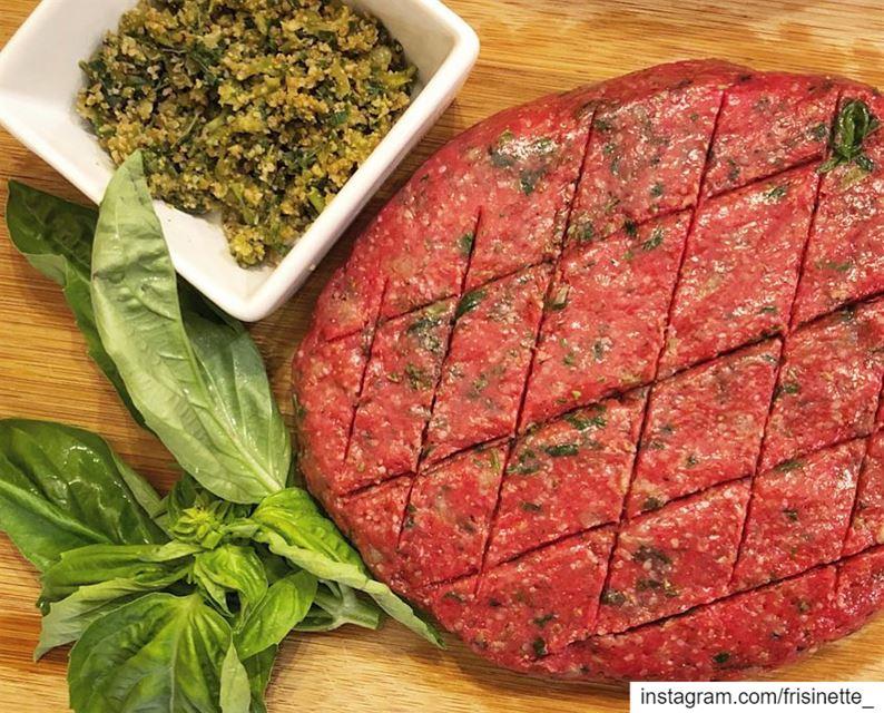 كبة نية لبنانية 😍مقادير :🔸500 غرام لحمة مطحونة ناعمة.🔸برغل ناعم 100... (Laval, Quebec)