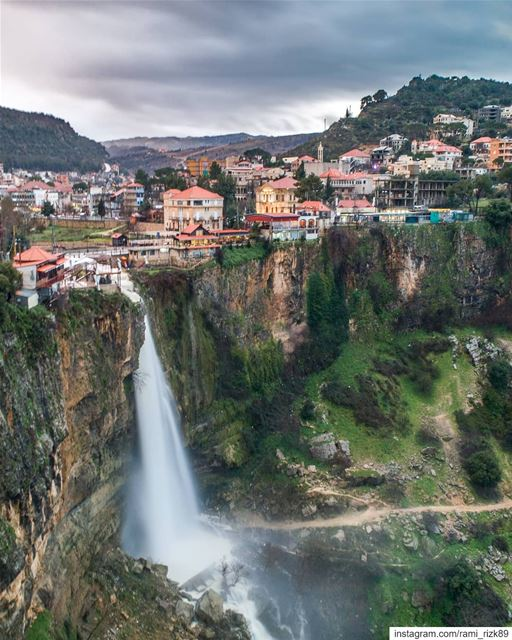 The famous waterfall 😍... Jezzine waterfall drone dji drones ... (Jezzîne, Al Janub, Lebanon)