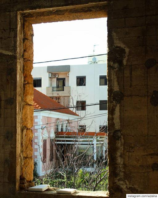 و بيوت فوق بيوت شو ما عملت بيرحلاا مارق عليها كتير .. يوم مرّ ويوم حلو ش (Lebanon)