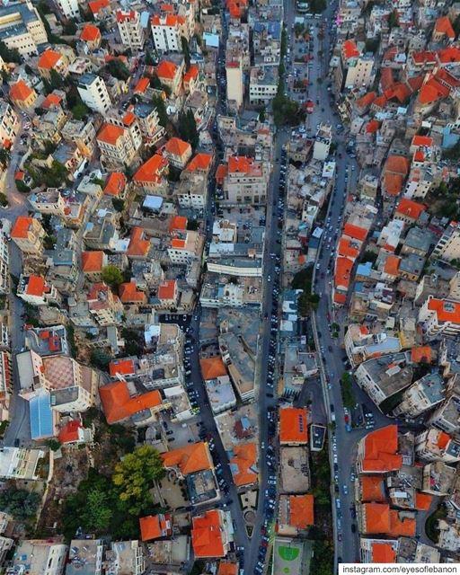 صباح الخير من عروسة البقاع زحلة Credits to @salimabouzeid・・・More red... (Zahlé, Lebanon)