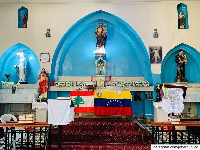 Ya estamos en Zgharta norte de Libano En unos minutos inicia la misa en... (Zgharta)