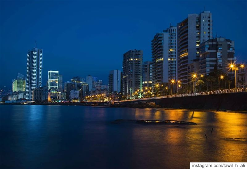 🌌 longexposure reflection lights nightphotography photoshootideas ... (Ain El Mreisse, Beyrouth, Lebanon)