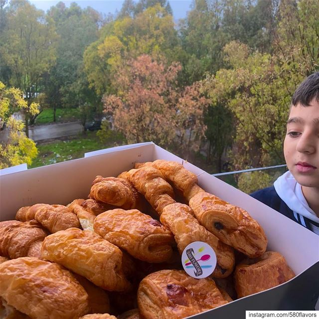 "His face is priceless 😂😂 ""Lamia nchalla lyom!! Baddi croissant"" 😂😂 ... (Zgharta)"