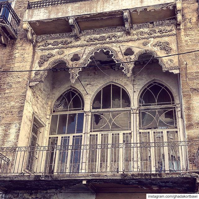 Balcon à feston ohglorydays :::::::::::::::::::::::::::::::::::::::::::::: (Ra'S Bayrut, Beyrouth, Lebanon)