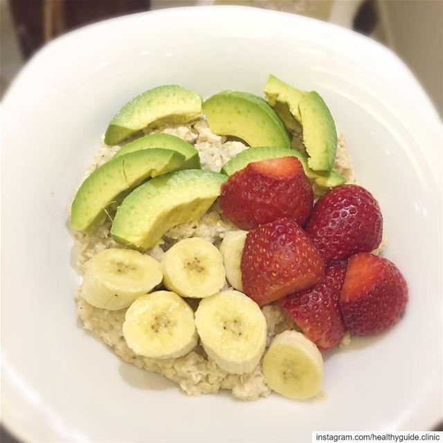 A healthy breakfast with an easy recipe 😍Oat meal with fruits is high in...