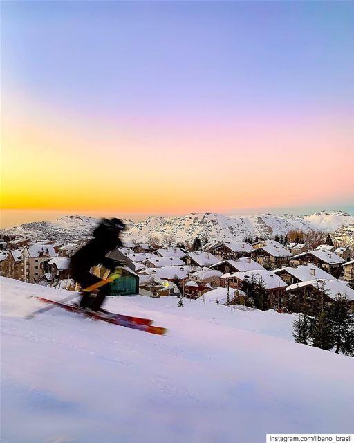 🇱🇧🇧🇷 Começando o fim de semana com esta foto inspiradora tirada pelo @n (Faraya Mzaar Ski Resort)