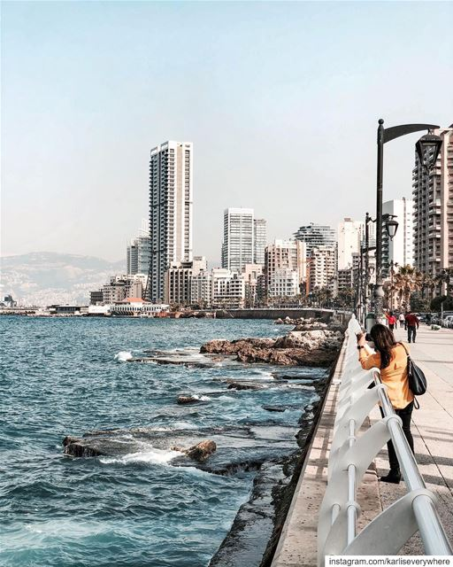 She is taking the best picture 📷 Beirut shotoniphone... (Ain El Mraysi)