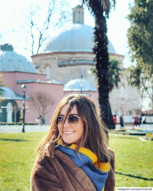 Tourist 🇹🇷Messy hair, smiles and freezing sunny istanbul! istanbul ... (Blue Mosque (Sultanahmet Camii))