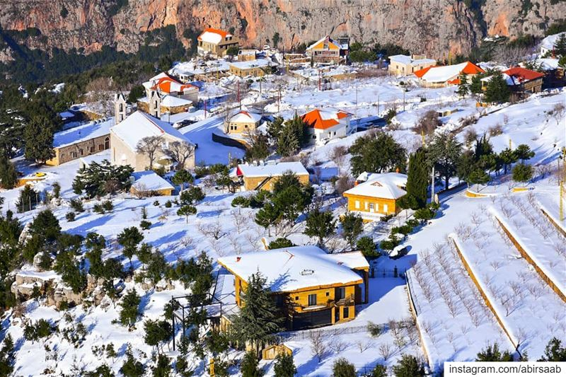 El Diman rooftops covered by fresh snow .. lebanon  livelovebeirut ... (Diman, Liban-Nord, Lebanon)