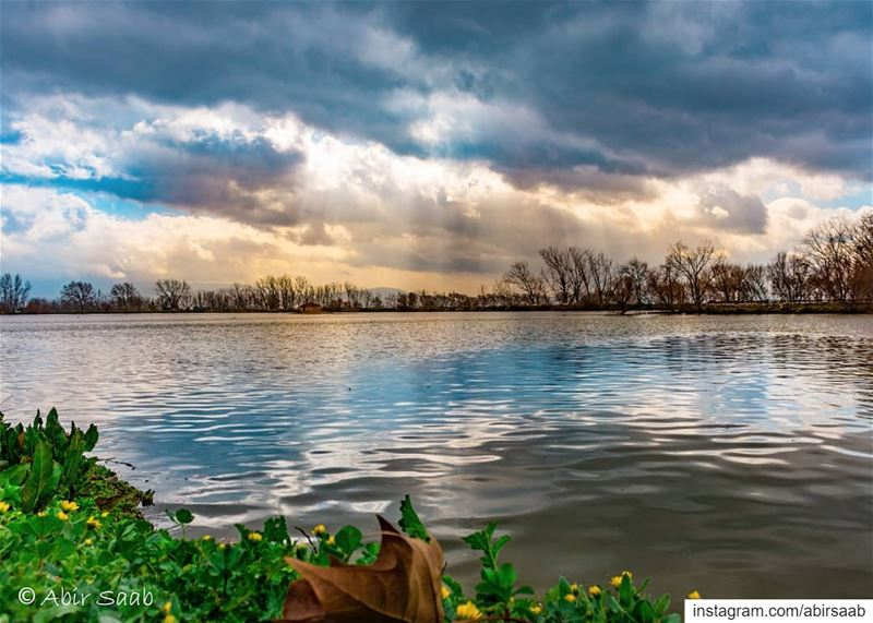 Angry skies are my favorites! .. lebanon beqaa livelovebeirut ... (Taanayel- Bekaa)